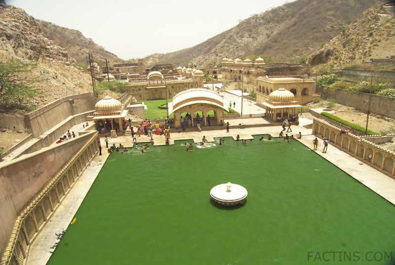 Top view of lower tank at Galtaji temple