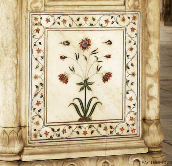 Inlay Designed marble at pillar - Red Fort