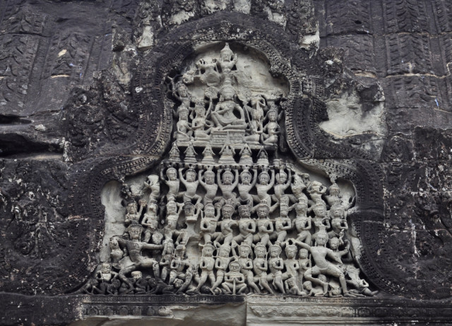 Small-sculptures-Angkor-Wat